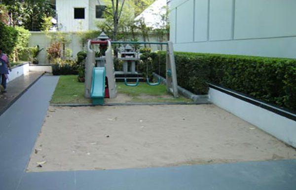 Ficus-Lane-Bangkok-condo-for-sale-garden