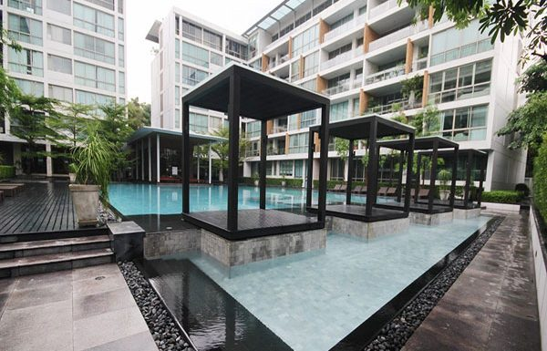Ficus-Lane-Bangkok-condo-for-sale-swimming-pool